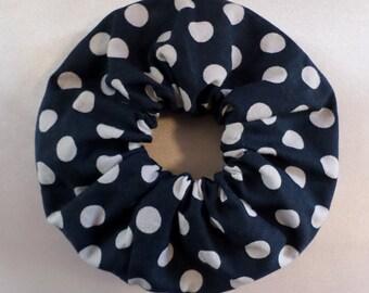 Scrunchie - white dots