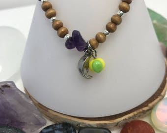 Wood bracelet with Amethyst crystal