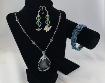 Flutter by Butterfly - A Wire Wrapped Agate Geode Necklace with Glass Beaded Bracelet & Earring Set