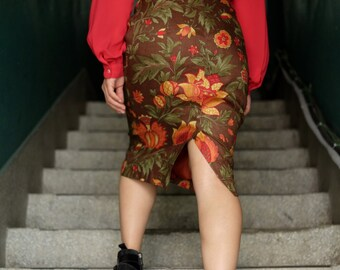 Italian red vintage skirt / Floral skirt / Leaf prints / Straight fit skirt / Calf length / Size small