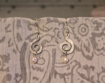 Hammered Aluminum Swirled Earrings with Pearls