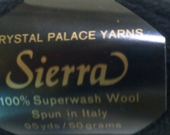 Sierra 100% Worsted Wool Yarn (Lot 31)