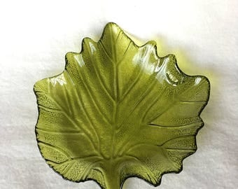Scale in the form of a leaf, green glass