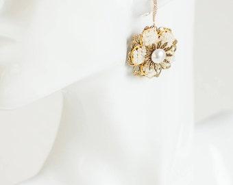 Gold flower earrings, Wedding earrings, flower earrings, Bridal earrings, Gold Bridal pearl earrings, pearl earrings, Drop earrings, Vintage