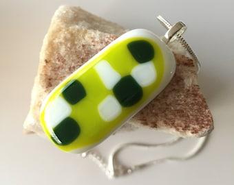 Glass-fusing glass pendant-hand made-dutch design-art glass-70 's-chain-Spectrum glass-rectangular ornament in lime-white-dark green