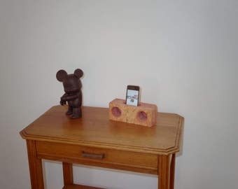 Pregnant pink beet stained wooden natural stereo for smartphone
