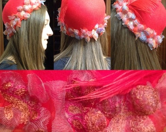 felt Cap with adorno in organza and lace and feather flowers