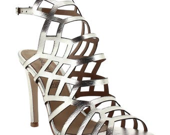 Ceresnia sling back heel in in-caged diamond pattern.