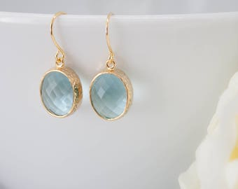 Earrings yellow gold aquamarine hammered