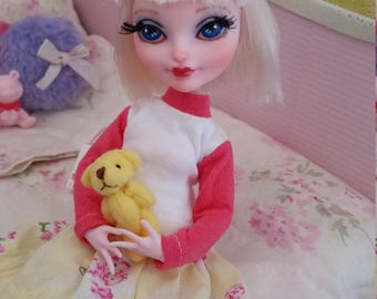 Repainted ever after high doll bunny blanc
