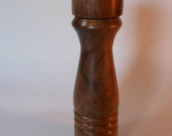 Pepper Grinder - Walnut
