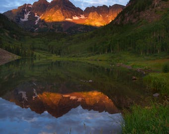 Maroon Bells - Nature Photograph from Rocky Mountains near Aspen Colorado