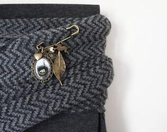 Bird Nest Pin, Antiqued Brass , Gold Scarf Pin , Kilt Pin, Bird Jewlery,  Costume Jewelry,  Brooch Pin, Gold Artist Jewelry