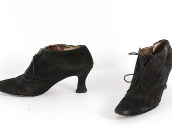 size 8.5 VICTORIAN black suede leather 80s 90s WITCHY lace up high heel ankle boots