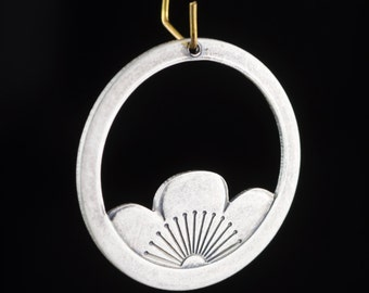 Large Silver Ox Lotus Flower Hoop Ring Charms (4) mtl036F
