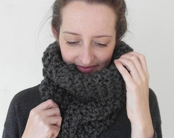 THE Maple cowl / scarf infinity warm chunky knit / Granite / wool blend