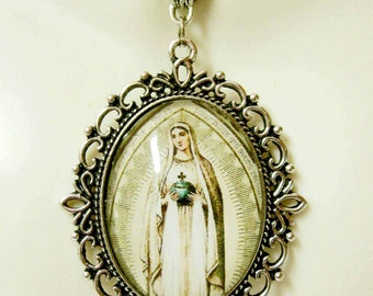French devotional to Mary pendant and chain - AP09-406