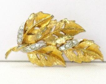 Vintage Gold Tone Rhinestone Leaf Brooch Pin  (B-2-4)