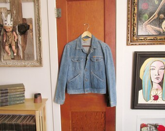 "Vintage Retro 1980's RUSTLER Light Blue Denim Jean Jacket Size Medium ~ Made in USA ~ Unisex Clothing ~ 22"" Across Chest ~"