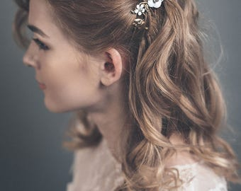 Floral wedding hair comb gold -  Leaf hairpiece with white flowers