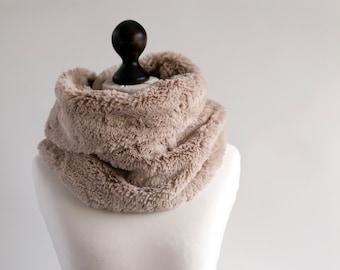 Infinity scarf. Faux fur infinity scarf. Faux fur snood in latte beige. Faux fur neck warmer. Womens chunky scarf. Beige fur neck wrap