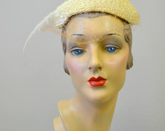 1950s White Straw Hat with Skinny Feather
