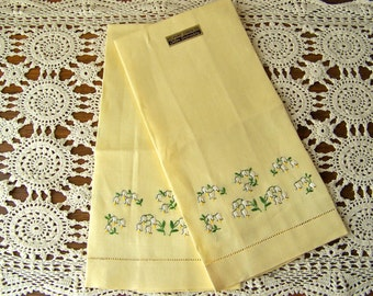 Vintage Yellow Hand Towels Pale Yellow Linen Towels Dainty White Flowers Embroidery Wedding Gift Housewarming Vintage 1950s