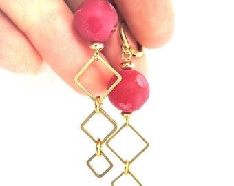 alwina - earrings wiyh fuchia beads and golden squares