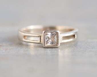 Modern Design Square Ring - Sterling Silver with Crystal - Vintage Ring Size 6.5