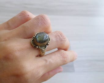 10-25% OFF Code In Shop - Vintage 70's Grey Quartz Oval Stone Hippie Ring Size 7