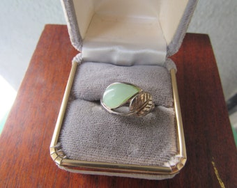 Vintage Jade Ring Leaf Ring 925 Sterling Silver Size 7 Vintage Ring with Mint Green Stone Signed RJ Graziano