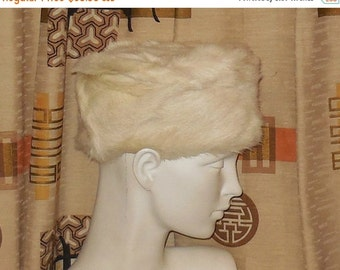 Vintage Fur Hat Creamy White Rabbit Fur Pillbox Hat 60s Glamour Jackie Kennedy Mod 21 in