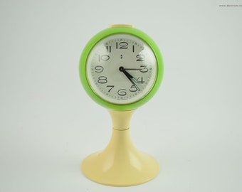 Green white Blessing clock, white pedestal tulip shape, west germany. Space age era, made of plastic from the early 1970s