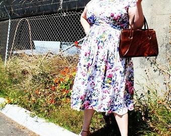 CLEARANCE - FINAL SALE - Vintage - Brown Faux Leather Clasp Hand Bag Purse