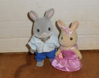 Lot of 2 CALICO CRITTERS Flocked Toy Jointed Animals Bunny Rabbits