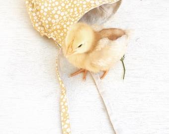 100% Cotton and Linen Reversible Bonnet (soft floral yellow / creamy linen)