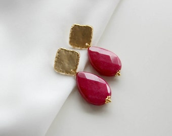 Fuchsia agate gemstone gold earrings