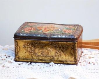 Boîte en métal avec décor de rose et un bébé style bébé cadum frenchvintage style