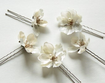 Off-White Flower Hair Pins, Light Ivory Hair Flowers with Antique Gold Stamens and Pearls, Small Bridal Hair Flowers - BB0186
