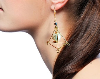 Brass earrings#geometry eardrop#tetrahedron shackle#pearls pendant#glass beads#unusual hanger#long connecting link#Art deco adornment#boho