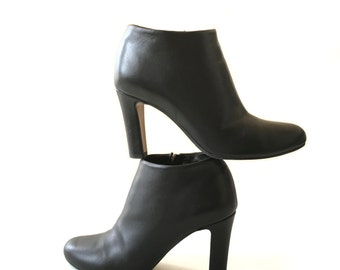 Chelsea boots. Mid-season leather heels boots . US 5 shoes. Ankle / Booties.