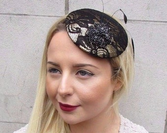 Black Gold Lace Feather Pillbox Hat Fascinator Hair Clip Vintage Races 40s 2717