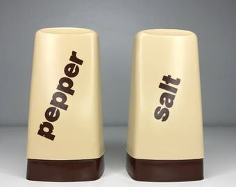 vintage plastic salt and pepper set