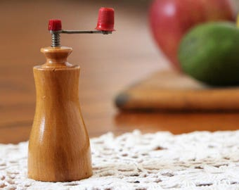 Small Pepper Mill - Wooden Pepper Grinder - Vintage Grinder Mill - Wood Pepper Grinder - Salt and Pepper - Vintage Peppermill - Wooden Mill
