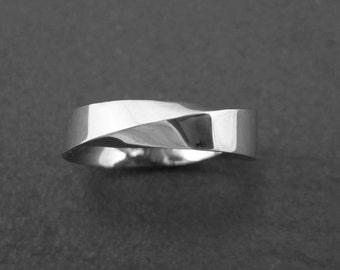 Mobius wedding band, modern 6mm wide mobius wedding band, mobius strip ring, gold infinity ring, Mans Wedding Band, Mens Wedding Ring