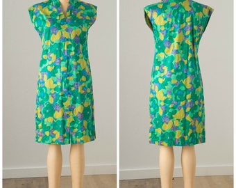 1960s Miss Hawaii Green Floral Sheath Hawaiian Dress with Frog Closures