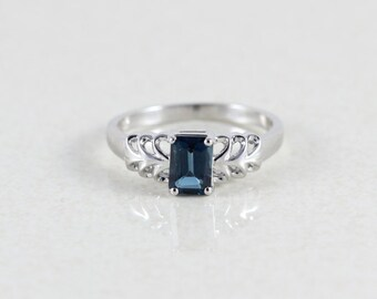 10k White Gold London Blue Topaz Ring Size 8 1/4