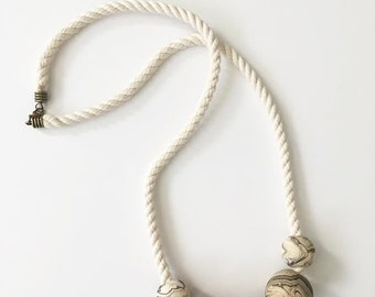 marbled wood + cotton rope necklace >> statement jewelry