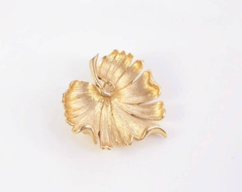 Water Lily Pin Leaf Brooch Vintage Whimsical Jewelry Costume Jewellery Gift For Mother Sister Wife Sympathy Present Monet Signed Wedding