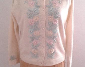 Vintage 1950's Rainbowear Cream Pastel Pink Blue Beaded Cardigan Sweater Sz 40 Medium Flowers Spring